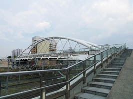 自転車の 大宮駅 自転車 販売 : 線路を何本もまたいでかかる橋 ...