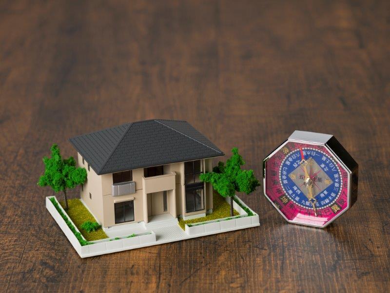 家相とは家の間取り図鑑定!方位盤の見方や良い間取り例を解説の画像01